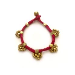 dokra bracelet, armband , rote baumwolle und goldener messing arbmand