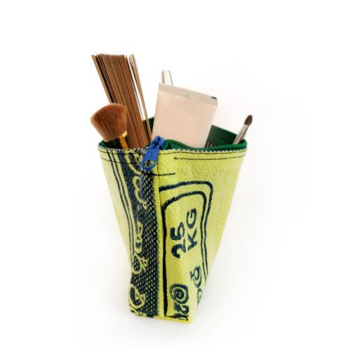 upcycling Kosmetiktasche, Cosmeticbag, upcycling, Ricebag, handgefertigt aus Reissack, Wiederverwendeter Kunststoff,