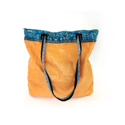 "upcycled XL shopper, ""Prima"" made of recycled flourbag , Tasche aus recyceltem Kunststoff, Reissack"