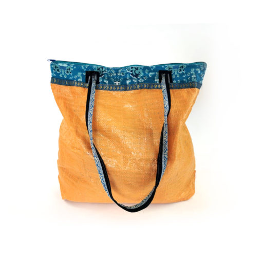 """upcycled XL shopper, """"Prima"""" made of recycled flourbag , Tasche aus recyceltem Kunststoff, Reissack"""