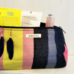 handcrafted cosmeticbag from guatemala made by a womencollective